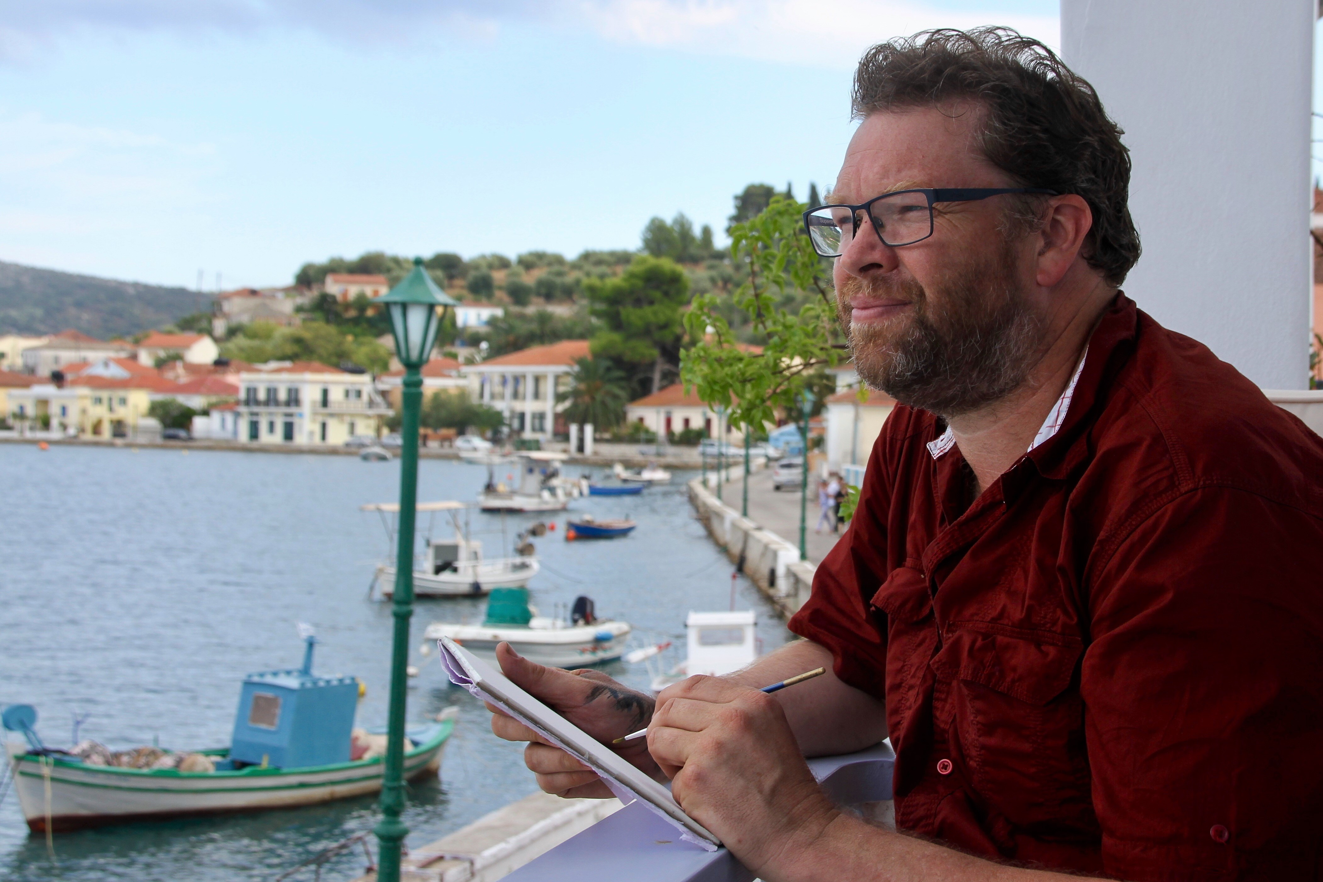 Victorian artist, Jason Roberts, conducts art workshops in Lefki